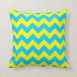 Aguamarina azul y zigzag amarillo almohadas