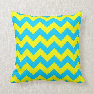 Aguamarina azul y zigzag amarillo cojines