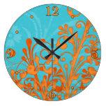 Aguamarina brillante azul y reloj de pared floral