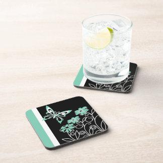 Aguamarina llamativa mariposa y flores verdes posavasos de bebida