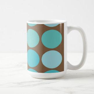 Aguamarina modelo moderno azul de los puntos del taza básica blanca
