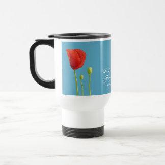 Aguamarina roja de la amapola que casa la taza del