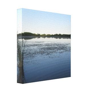 Aguas calmantes del lago impresión en lienzo
