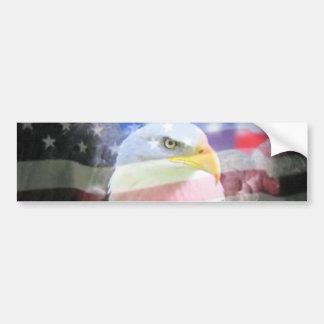 Águila americana calva y bandera de los E.E.U.U. Etiqueta De Parachoque