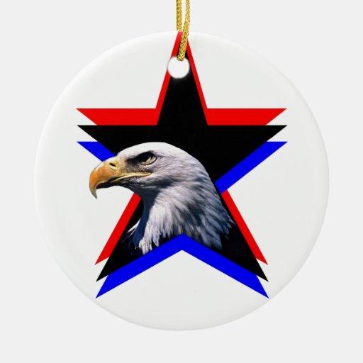 Águila calva y la estrella tres adorno navideño redondo de cerámica