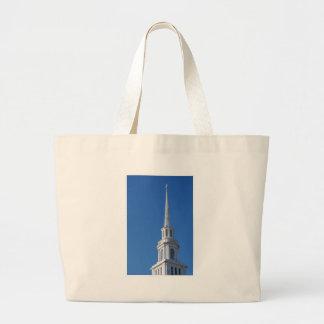 Aguja blanca de la iglesia bolsas de mano