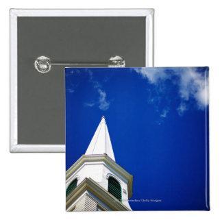 Aguja de la iglesia de Nueva Inglaterra con un cie Pin Cuadrado