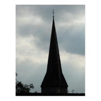 Aguja de la iglesia en Irlanda Tarjetas Postales
