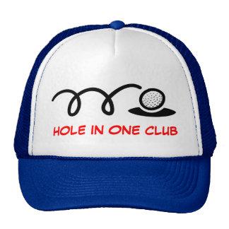 Agujero chistoso del gorra el | del golf en un clu