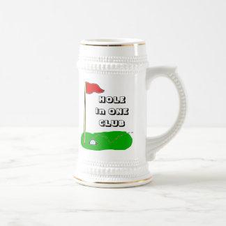 Agujero del golf en un personalizable del club jarra de cerveza