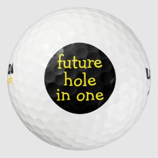 Agujero divertido en pelotas de golf un pack de pelotas de golf
