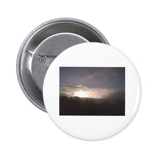 agujero en las nubes pin redondo 5 cm