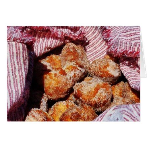 Agujeros azucarados del buñuelo tarjetón