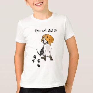 AH beagle que culpa la camiseta del gato