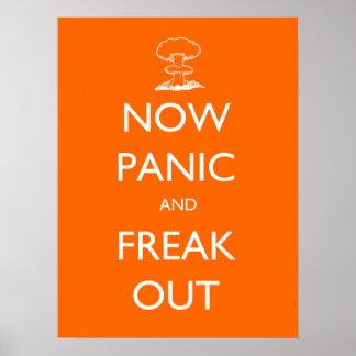 Ahora el pánico y Freak hacia fuera el poster