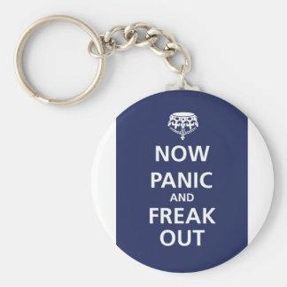 Ahora el pánico y freak hacia fuera llaveros