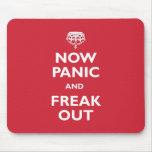 Ahora el pánico y Freak hacia fuera Alfombrillas De Ratón