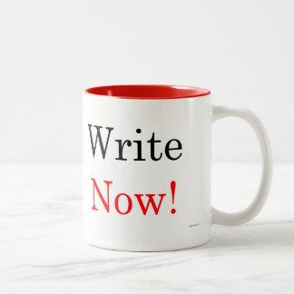 Ahora escriba la taza del Dos-Tono