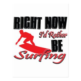Ahora estaría practicando surf bastante tarjeta postal
