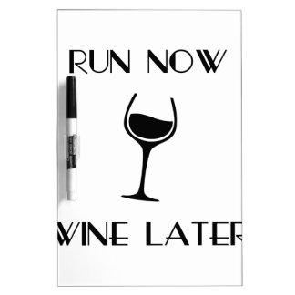 Ahora funcione con el vino más adelante tableros blancos