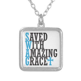 Ahorrado con el collar asombroso de la cruz de la
