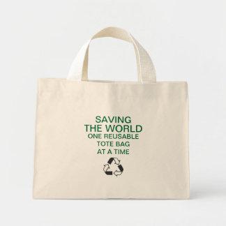 """""""Ahorrando la bolsa de asas reutilizable del mundo"""