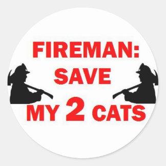 Ahorre a mi bombero de 2 gatos pegatina redonda