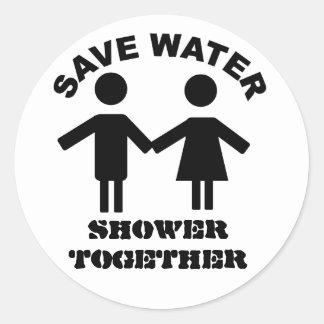 Ahorre al pegatina de la ducha del agua junto