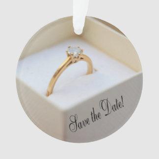 Ahorre el anillo de compromiso de la fecha en caja