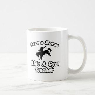 Ahorre el caballo, profesor de gimnasio del paseo taza de café