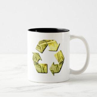 Ahorre el dinero reciclan la taza de café