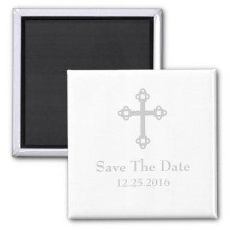 Ahorre el imán de la cruz de la fecha - blanco y p