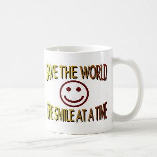 """""""Ahorre el mundo - una sonrisa a la vez """" Tazas"""