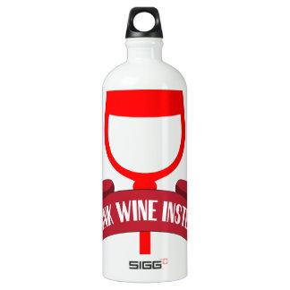 Ahorre el vino de la bebida del agua