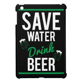 Ahorre la cerveza de la bebida del agua
