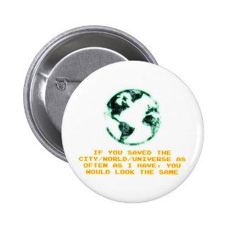Ahorre la ciudad/el mundo/el universo pin redondo de 2 pulgadas