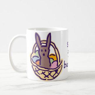 Ahorre la taza de la cesta de Pascua de los coneji
