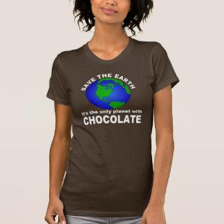 Ahorre la tierra para el chocolate camisetas