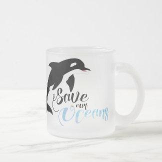 Ahorre nuestros océanos taza de café esmerilada