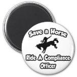 Ahorre un caballo, monte a un oficial de la confor iman de nevera