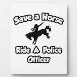 Ahorre un caballo. Monte a un oficial de policía Placa De Madera