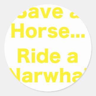 Ahorre un caballo… Monte un Narwhal Pegatina Redonda