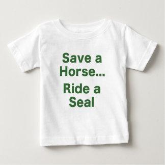 Ahorre un caballo… Monte un sello Camisetas