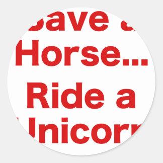 Ahorre un caballo… Monte un unicornio Etiqueta Redonda