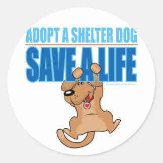 Ahorre un perro del refugio de la vida pegatina redonda