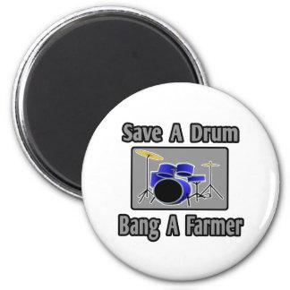 Ahorre una explosión del tambor… un granjero imán de nevera