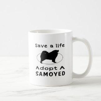 Ahorre una vida adoptan a un samoyedo taza básica blanca