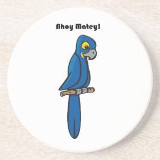 Ahoy dibujo animado azul afable del loro del Macaw Posavasos Cerveza