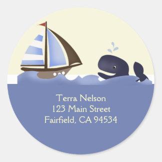 Ahoy pegatinas del remite de la ballena azul del pegatina redonda