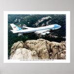 Air Force One que vuela sobre el monte Rushmore Impresiones